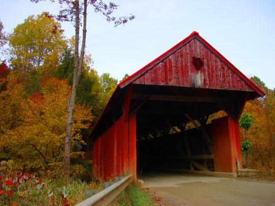 Red Covered Bridge, Morristown Vermont. Photo: LaraDickson