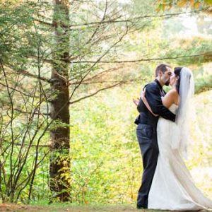 wedding-couple-with-fall-foliage